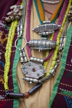 Local fashion: Tribal jewelry and adornments of Arunachal Pradesh. The Khowa woman wearing Tibetan-style amulet boxes Tribal Jewelry, Bohemian Jewelry, Indian Jewelry, Silver Jewelry, Jewelry Necklaces, Silver Necklaces, Layering Necklaces, Pretty Necklaces, Bohemian Necklace