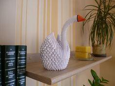 3D origami hattyú. (fehér papír, filcek)