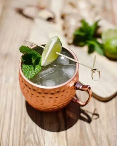 10 Cocktails You Won't Even Know Have Alcohol In Them Best Moscow Mule, Moscow Mule Recipe, Moscow Mule Mugs, Brunch Drinks, Fruity Drinks, Frozen Drinks, Cocktails, Papaya Juice, Cocktail