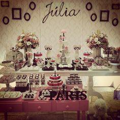 """BonSoir! Festa Parisiense rolando!!!! Julia faz 12, em Paris!!! #juliafaz12  #festaparis"""