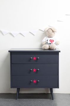 Jolie petite COMMODE à 3 tiroirs en bois par unlapindansletiroir, $150,00