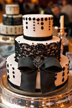 we ❤ this!  moncheribridals.com  #weddingcakes