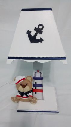 Kit bebê tema urso marinheiro contendo 8 peças: 1 Porta fraldas 1 Farmácia 1 Lixeira 1 bandeja 3 Pontinho grande,médio e pequeno 1 Abajur com ursinho em feltro Fazemos em outro temas consulte -nos.