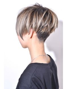 Hair Cutting Style how to cut your own hair japanese style Short Thin Hair, Short Hair With Layers, Short Hair Cuts, Short Hair Styles, Mom Hairstyles, Undercut Hairstyles, Short Bob Hairstyles, Corte Pixie, Corte Bob