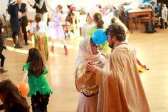 stredoveký karneval - tanec kráľa s kráľovnou