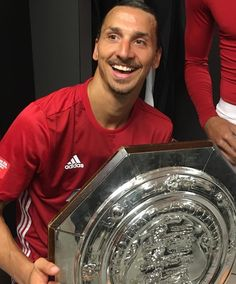 1 pertandingan 1 gol dan 1 trophy Simply #Zlatan #ManU