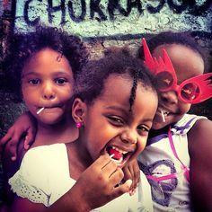 As meninas mais lindas . Cantagalo. Rio de Janeiro. Foto de Chris Alcazar