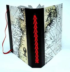 Interesting bookbinding - Pe de Galinha by Maria Meira