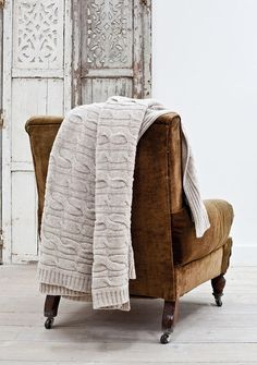 lovely old brown velvet chair with cable knit sweater blanket ~ rustic room divider ~ cozy living room. So inviting Home Interior, Interior Design, Interior Ideas, Autumn Interior, Design Art, Interior Decorating, Cable Knit Throw, Cozy Knit, Cox And Cox