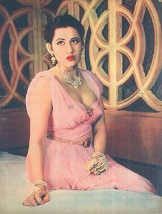 Madhubala - Vintage actress of Bollywood Bollywood Heroine, Bollywood Cinema, Bollywood Stars, Bollywood Fashion, Most Beautiful Bollywood Actress, Indian Bollywood Actress, Beautiful Actresses, Indian Actresses, Bollywood Pictures