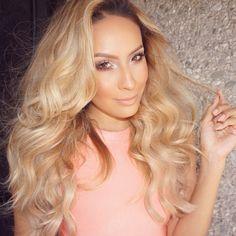 wavy voluminous hair on point! Retro Hairstyles, Straight Hairstyles, Curly Hair Styles, Natural Hair Styles, Voluminous Hair, Hair Heaven, Pastel Hair, Hair Inspo, Dark Hair