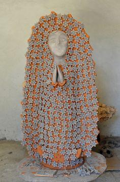 "Oaxaca Guadalupe M& ""A work in progress by ceramic artist Irma Garcia Blanco of Santa Maria Atzompa, Oaxaca, Mexico Mexican Ceramics, Mexico Art, Altar Decorations, Mexican Designs, Mexican Folk Art, Ceramic Artists, Religious Art, Our Lady, Pottery Art"