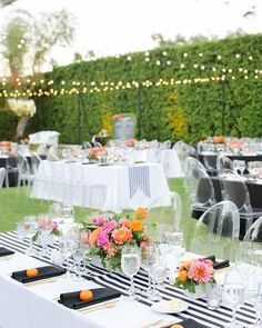 Kate Spade-inspired décor creates a bright and modern tablescape at this contemporary courtyard reception. Photo by @kristamasonphotography | Event by @chicwedding | Floral by @heavenly_blooms