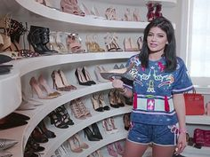 Celebrity Closets: See Inside The Celebrity Wardrobes Of Kylie Jenner, Miranda Kerr And More. Kylie Jenner Shoes, Kylie Jenner Modeling, Celebrity Closets, Celebrity Style, Celebrity Gossip, Huge Closet, Walk In Wardrobe, Jenner Style, Miranda Kerr