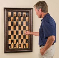 At first glance, it seems like a picture frame that chess is drawn, it is said to be vertical chess that can be played by moving the pieces actually. Indeed, ~ piece is placed properly. By applying this, or even Othello or chess so wrong?