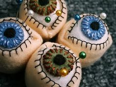"""eyeball pin cushion  Sooo creepy...my mum will love it and hate it at the same time. She is soooo getting this as a """"present"""" :-)"""