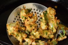 Mixed Vegetable Pakora - How to make mix vegetable pakoda — Spiceindiaonline Mix Vegetable Recipe, Vegetable Recipes, Rice Dishes, Casserole Dishes, Pakora Recipes, Tandoori Recipes, Chaat Recipe, Vegetable Pakora, Lentil Salad Recipes
