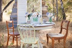 Vintage furniture for outdoor boho chic sho - Dorm Room Hacks Ideas Vintage Furniture, Outdoor Furniture Sets, Outdoor Decor, Outdoor Shoot, Outdoor Spaces, Mismatched Chairs, Rental Decorating, Chic Wedding, Wedding Ideas