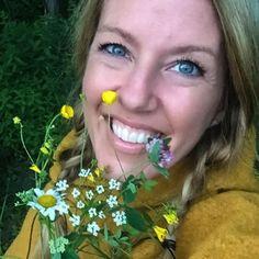 Anja i orker gul viking hette☀️ les mer om familien Holt som bruker klærne våre på tur i Norge!  Staycation. @avdelingholt