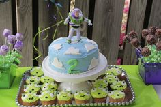 Buzz cake & alien cupcakes! This would be fun for Jonny's Birthday!