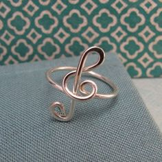 Treble clef ring - I think I could make one of these and have it look decent.  :D