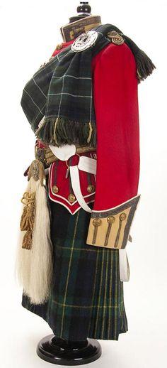 A Scottish uniform of a Lieutenant of the Gordon Highlanders, first quarter of the 20th century.