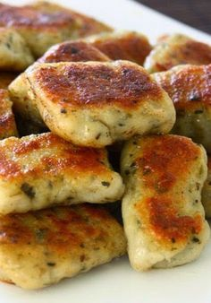 Homemade Potato Garlic Gnocchi from Collecting Memories. So many delicious sounding recipes. I Love Food, Good Food, Yummy Food, Tasty, Great Recipes, Dinner Recipes, Favorite Recipes, Wheat Free Recipes, Vegetarian Recipes