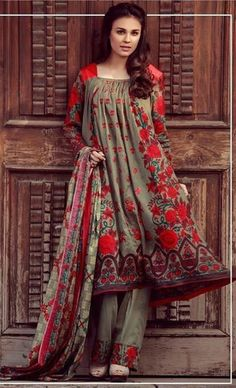 Libas Winter Collection 2017 Designer Embroidered by Shariq Textiles Beautiful Pakistani Dresses, Pakistani Formal Dresses, Pakistani Fashion Casual, Pakistani Dress Design, Pakistani Outfits, Beautiful Dresses, Stylish Dresses For Girls, Stylish Dress Designs, Casual Dresses