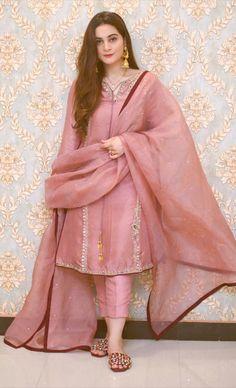 Pakistani Party Wear Dresses, Simple Pakistani Dresses, Shadi Dresses, Pakistani Fashion Casual, Pakistani Wedding Outfits, Pakistani Dress Design, Pakistani Clothing, Pakistani Couture, Wedding Hijab