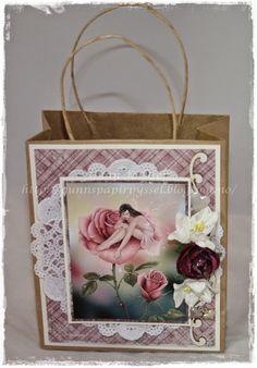 Gunns Papirpyssel Giftbag, gavepose, venner, papir, paper, scrapbooking, scrapbook, Maja Design, kort, card