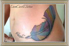 Tattoo Pluma Colores. Por LionCastleTattoo