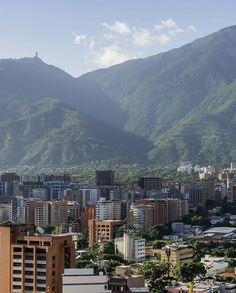 Excelente martes! Fotografía cortesía de @collado.17  #LaCuadraU #GaleriaLCU #Ávila #ccs #ccs_entrecalles #ig_caracas #caracaswalk #venezuela #ElAvila #CaracasNatural #FelizMartes