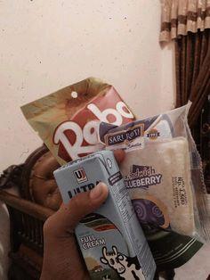 Food N, Food And Drink, V Bts Wallpaper, Snap Food, Handbag Storage, Snack Recipes, Snacks, Beverages, Drinks