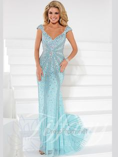This spectacular Tiffany Designs prom dress will no doubt turn heads and make jaws drop as you enter to the room. This hand beaded french net Tiffany Designs prom dress 16092 has a V-neckline with beaded cap sleeves, exquisite heavily beaded bodice, and sexy V back. Completing this Tiffany Designs is a mermaid skirt adorned with shimmering ab stones and sequins. Finish this Tiffany Designs prom dress with chunky rhinestone earrings at DressProm.net. Features: V-neckline Floor Length   ...