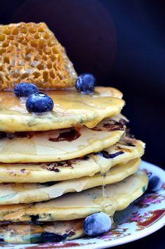 Clatite americane (pancakes) cu afine - CAIETUL CU RETETE Waffles, Pancakes, Breakfast, Ethnic Recipes, Food, Morning Coffee, Meal, Crepes, Essen