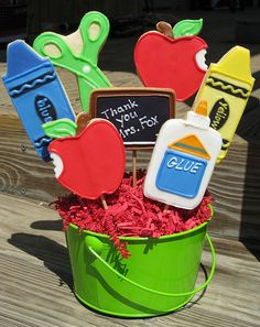 Such a fun idea! Start the school year with this sweet idea---> school cookies! #back2school
