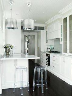 Merk: Kartell Model: Ge Kleur: Zilver Design: Ferruccio Laviani  Normale Prijs: € 236,- Het Design Entrepot Prijs: € 179,- •Website: http://hetdesignentrepot.wordpress.com •Bel+316 22999488 •Mail: info@hetdesignentrepot.nl