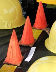 Construction party idea: frosted ice cream cones on graham crackers, filled with candy. And black tablecloth with road markings in yellow tape. Dump Truck Party, Monster Truck Birthday, Car Birthday, Birthday Ideas, Construction Birthday Parties, Construction Party, Rat Rods, Trains, Kids Party Themes