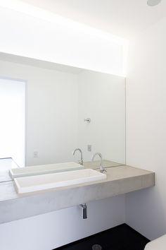 Felipe Hess: Apartamento Sergipe - Bathroom lighting