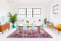 20 Enchanting Bohemian Dining Room Designs - SP Home Design Wicker Dining Set, Mismatched Dining Chairs, Dining Table, Dining Rooms, Patio Dining, Estilo Kitsch, Home Design, Design Design, Design Ideas