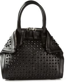 My normal hand bag is exactly like this. This is exactly my type of accessory.