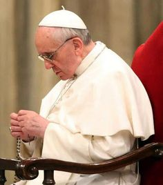 Pope Francis praying the rosary