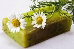 Seife herstellen - Seifen-Rezept: Kamillenseife zum Selbermachen