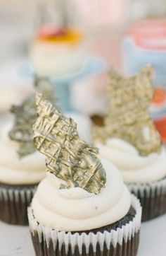 Dessert Bar Inspiration: Photo by Brianna Venzke Photography on Grey Likes Weddings