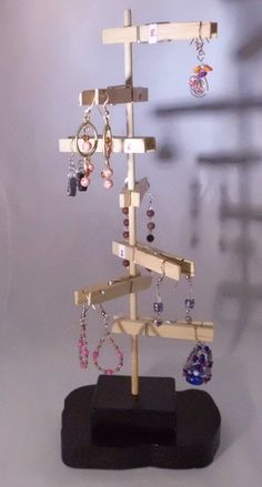 craft fair prop idea for jewelry