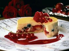 Sesongens frukt og bær med appelsinmousse Low Sugar Desserts, Custard, Berries, Cheesecake, Frozen, Pudding, Healthy Recipes, Cooking, Breakfast