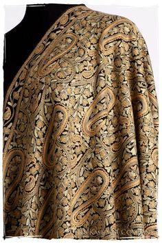 Oasis Moss Paisley Antiquaires Shawl — Seasons by The Kashmir Company Kashmiri Suits, Kashmiri Shawls, Embroidery On Kurtis, Kurti Embroidery Design, Silk Saree Blouse Designs, Silk Sarees, Iranian Women Fashion, Indian Outfits, Indian Clothes