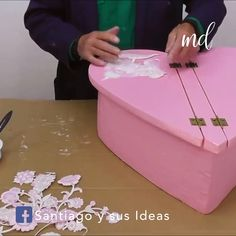 DIY Heart-shaped Organizer Keep your bathroom neat and tidy with this DIY card organizer? Related posts: DIY Multi-Purpose Rotating Organizer Halten Sie Schmuck mit diesem DIY Karussell-Organizer entwirrt DIY Make-up Lagerung und Organisation Diy Crafts For Home Decor, Diy Crafts Hacks, Diy Crafts For Gifts, Diy Arts And Crafts, Creative Crafts, Diy Craft Projects, Fun Crafts, Diy Cardboard Furniture, Cardboard Box Crafts