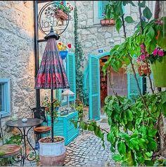Alaçatı, Çeşme, Türkiye Turkey Alaçatı'nın birbirinden güzel küçük ve butik otellerini bloğumuzda bulabilirsiniz. www.kucukoteller.com.tr/alacati-otelleri.html You can find the charming small and boutique hotels on this website www.boutiquesmallhotels.com/Turkey-hotels-alacati-hotels-surf-travel.html