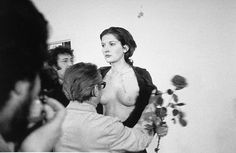 Marina Abramovich - Rythm 0, 1974. В галерее Studio Mona в Милане Марина Абрамович предложила зрителям сделать что-нибудь с ее телом, воспользовавшись предметами, разложенными на столике. Перфоманс был прерван в тот момент, когда Абрамович, уже полураздетой (одежду с нее зрители-участники срезали по кускам), кто-то засунул в рот дуло пистолета.